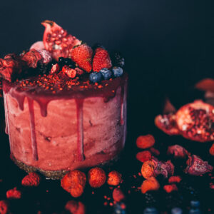 Tort de fructe de padure si sfecla rosie